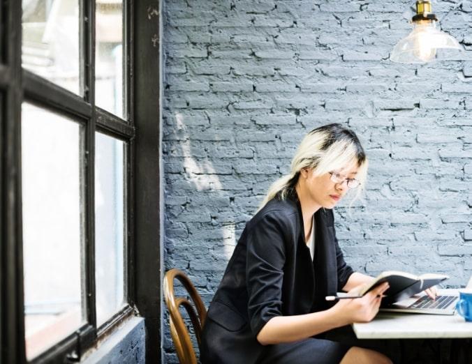 asian-businesswoman-laptop-planning-strategy-PQFT2HE@2x-min